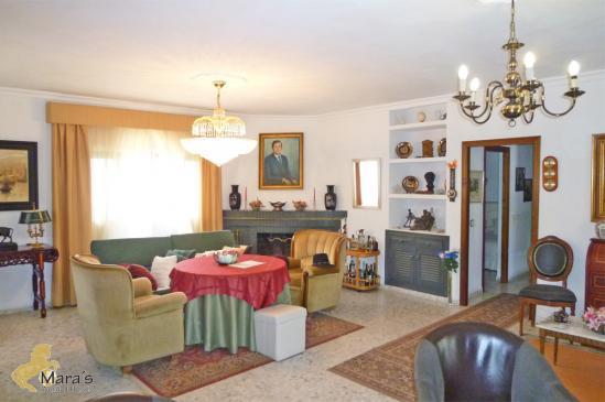 grosses haus villa mit garten und pool in conil de la. Black Bedroom Furniture Sets. Home Design Ideas